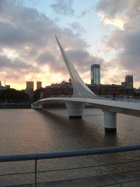 A picture of the bridge in Puerto Madero.